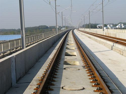 武广高铁无砟轨道设计获得铁道部2010年优秀设计一等奖.