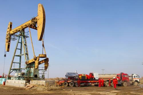 新疆油田公司开展脱贫攻坚精准帮扶