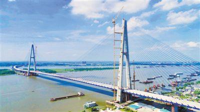 长江上最宽大桥 可并排跑10辆车