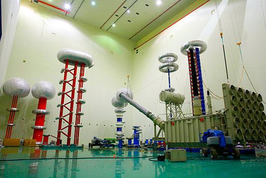 青豫特高压首台高端换流变压器在工程建设地接受出厂试验