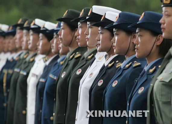 放军新式女军官春秋常服-新兴铸管所产07式军服香港率先亮相图片